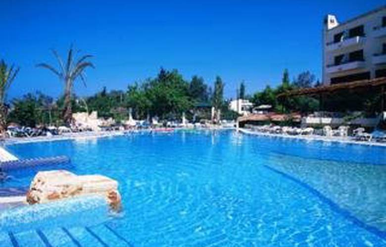 Paphos Gardens Hotel and Apartments - Pool - 7