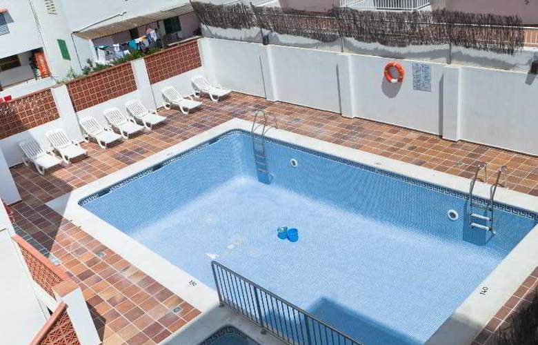 Hostal Torres - Pool - 9