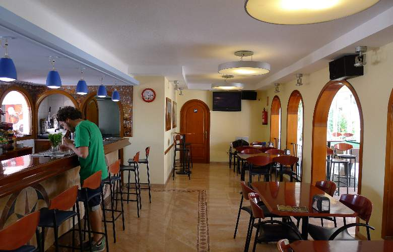 Zodiac Apartamentos - Bar - 10