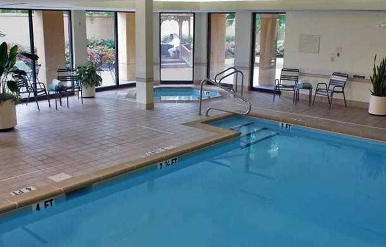 Courtyard Birmingham Colonnade - Hotel - 6