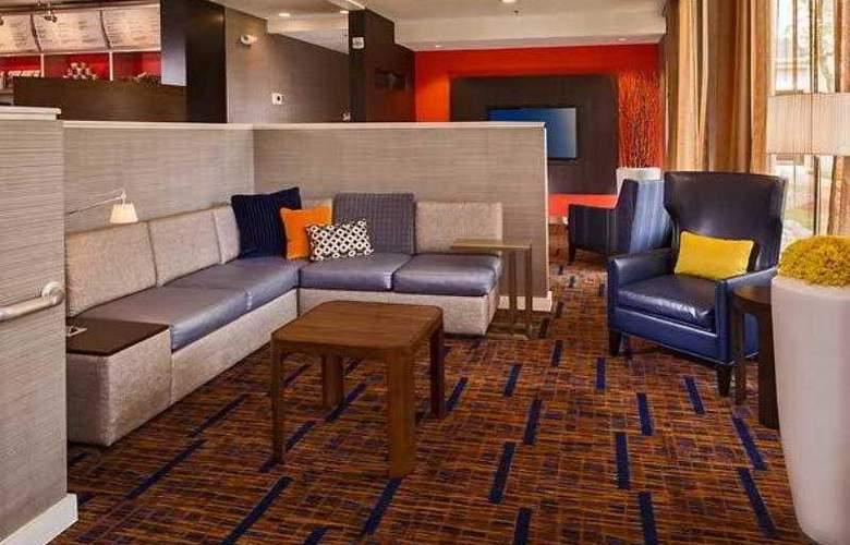 Courtyard Richmond West - Hotel - 18