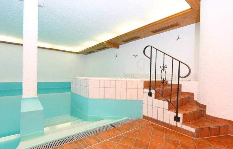 Alpenroyal Swiss Quality Hotel - Pool - 9