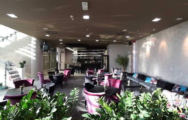 Holiday Inn Belgrade - Bar - 15