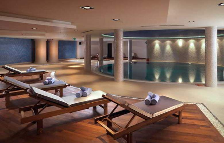 Courtyard Marriott IstaNbul Int. Airport - Pool - 10