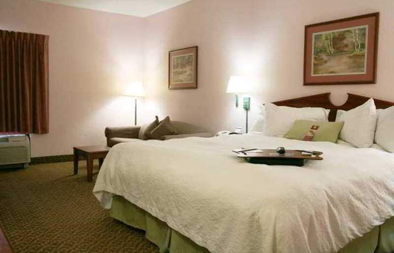 Hampton Inn Spring Hill - Hotel - 1