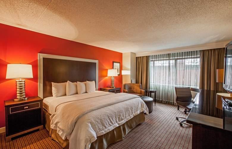 La Guardia Plaza Hotel - Room - 10
