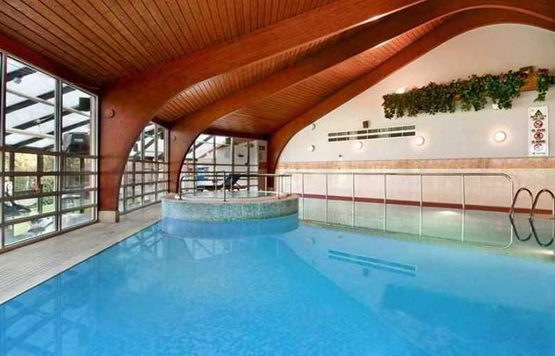 Hilton Cobham - Hotel - 3