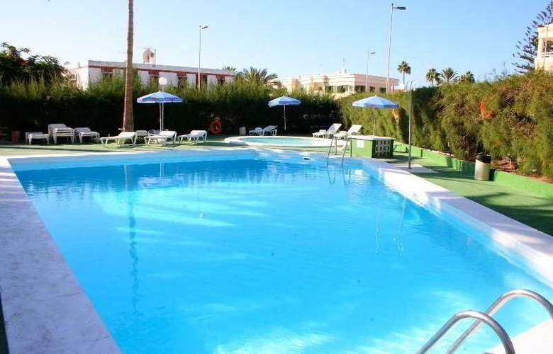 Roca Verde Apartamentos - Pool - 4