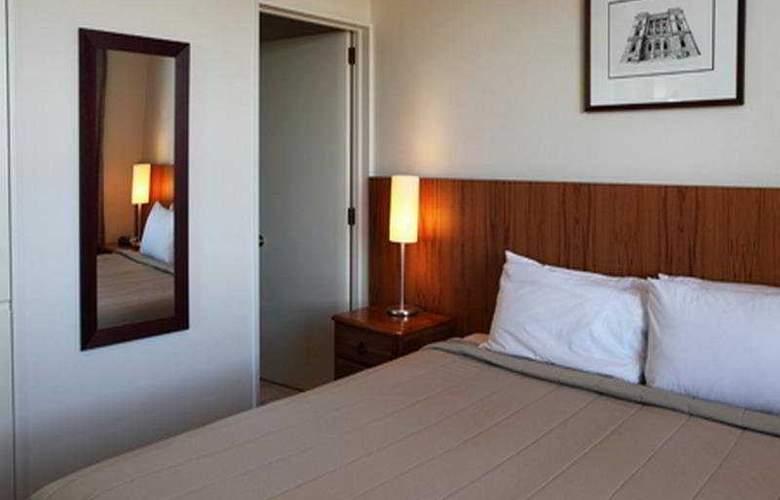 Poplars Apartment - Room - 2
