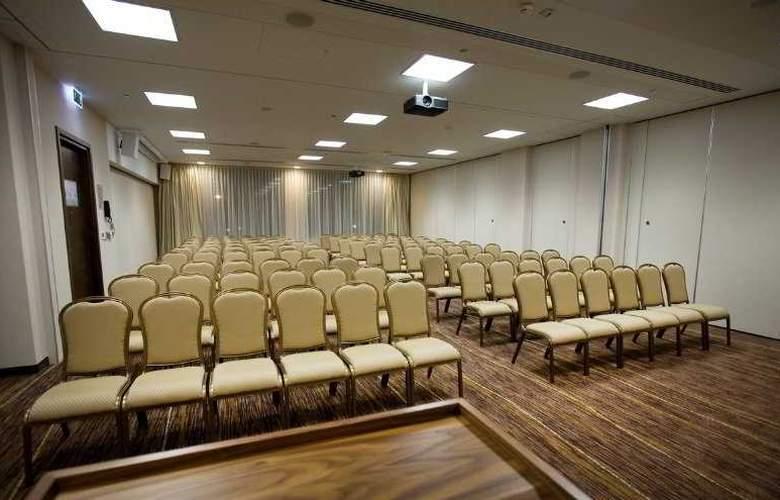 Hilton Garden Inn Krakow - Conference - 3