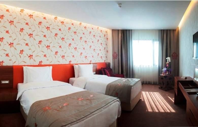 Ramada Hotel & Suites Atakoy - Room - 9