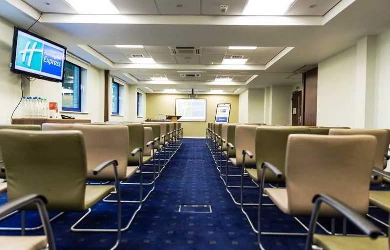 Holiday Inn Express London Stratford - Conference - 23