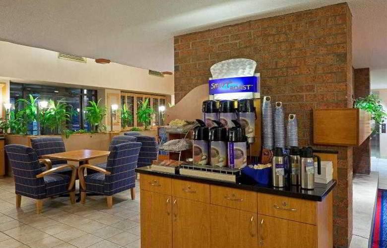 Holiday Inn Express Toronto East - Hotel - 10
