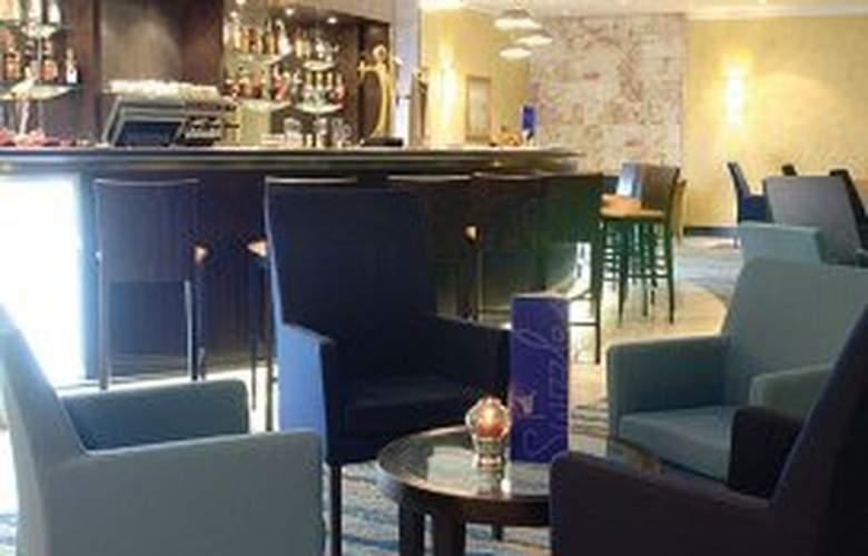 Radisson Blu Golden Sands Resort - Bar - 8