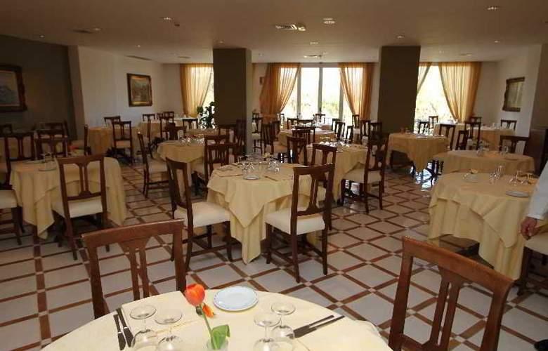 Alpha - Restaurant - 12