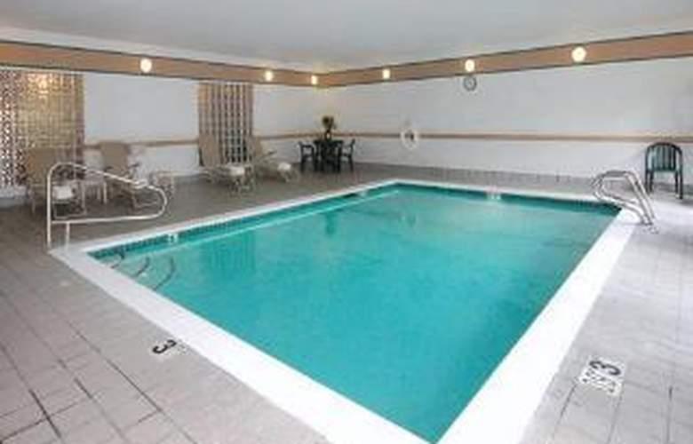 Comfort Inn & Suites - Pool - 5