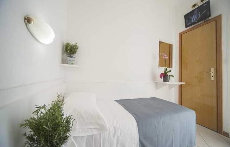 Manola - Room - 11