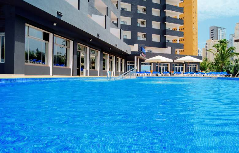 Port Europa - Pool - 15