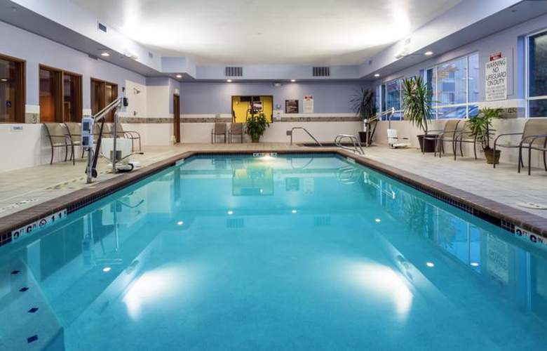 Holiday Inn Express & Suites North Seattle - Shoreline - Pool - 3