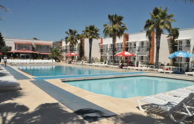 Club Hotel Arinna - Pool - 1