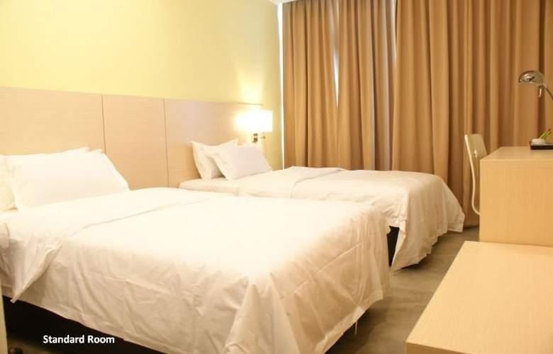 Super 8 Hotels - Room - 4