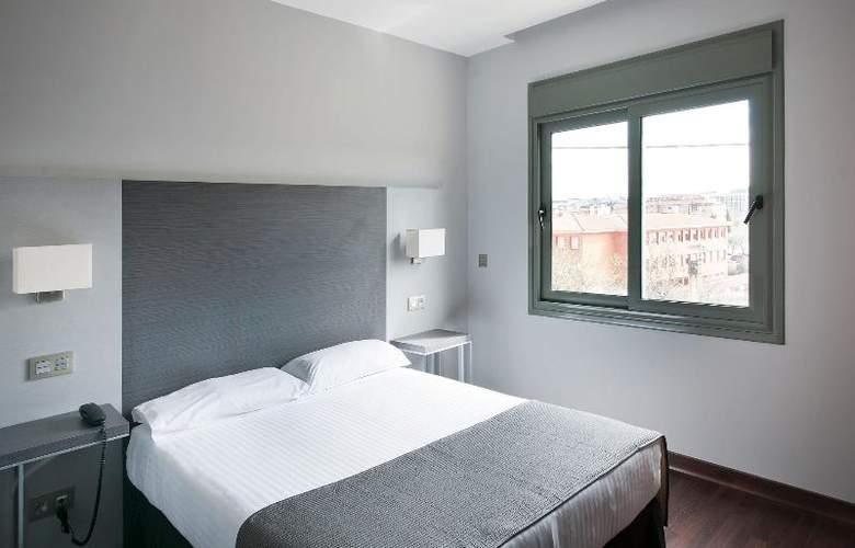 UVE Villa de Alcobendas - Room - 11