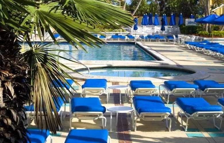 Miami Beach Resort - Pool - 5