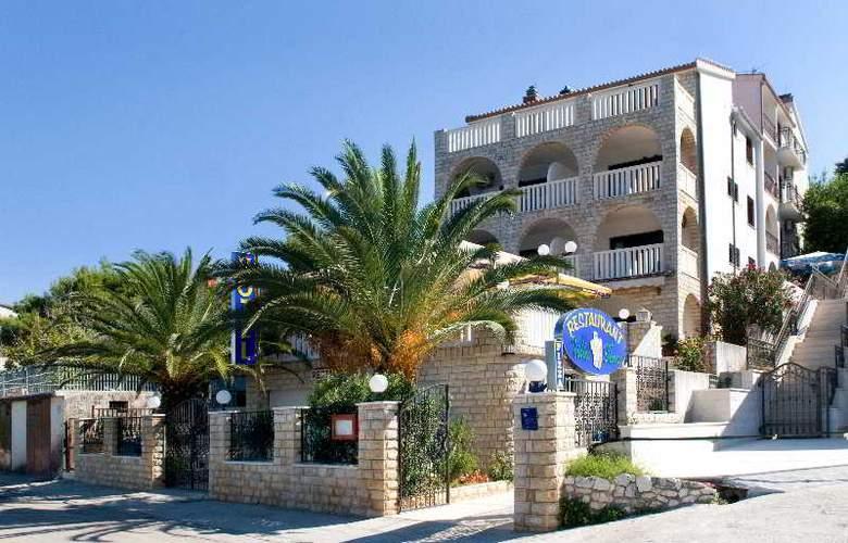 Vila Tina - Hotel - 0
