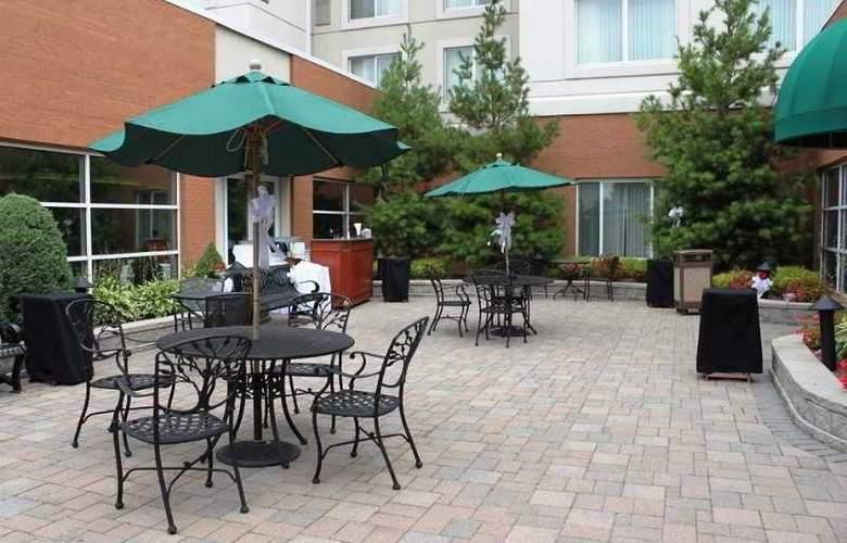 Hilton Garden Inn Buffalo Airport - Terrace - 11