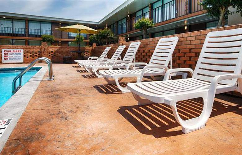 Best Western Greenville Airport - Pool - 23