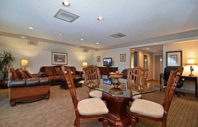 Best Western Plus Concordville Hotel - Hotel - 8