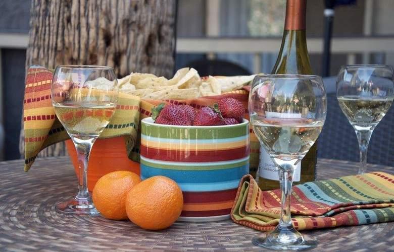 Best Western InnSuites Phoenix - Restaurant - 81
