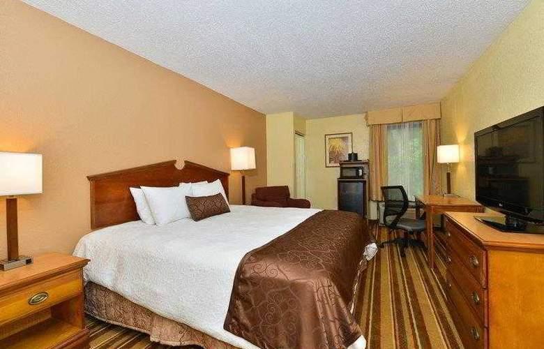 Best Western Plus Richmond Airport Hotel - Hotel - 5