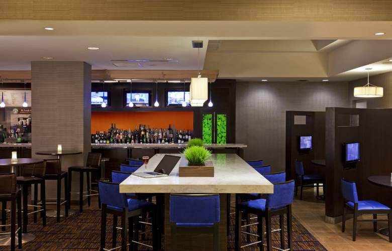 Courtyard by Marriott Downtown Toronto - Bar - 9