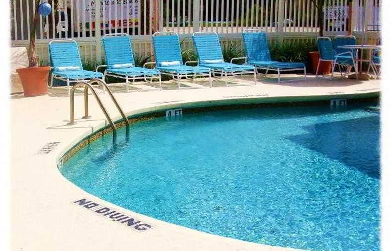 Sevilla Inn - Pool - 8