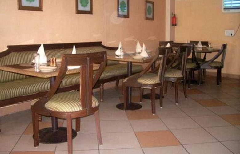 Airport Hotel - Restaurant - 4