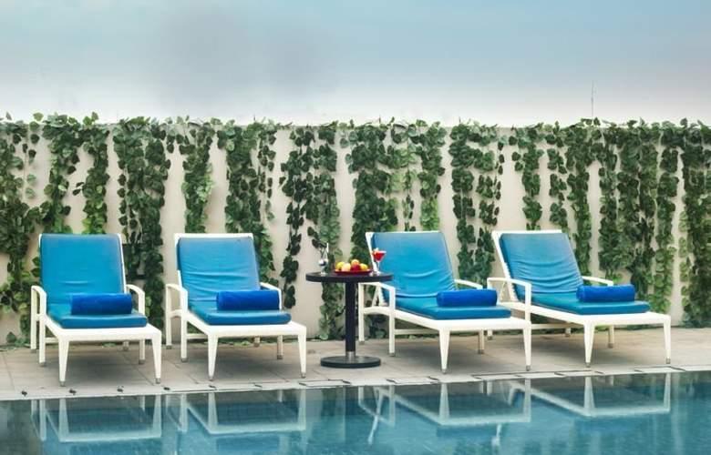 Aston Braga Hotel & Residence - Pool - 14