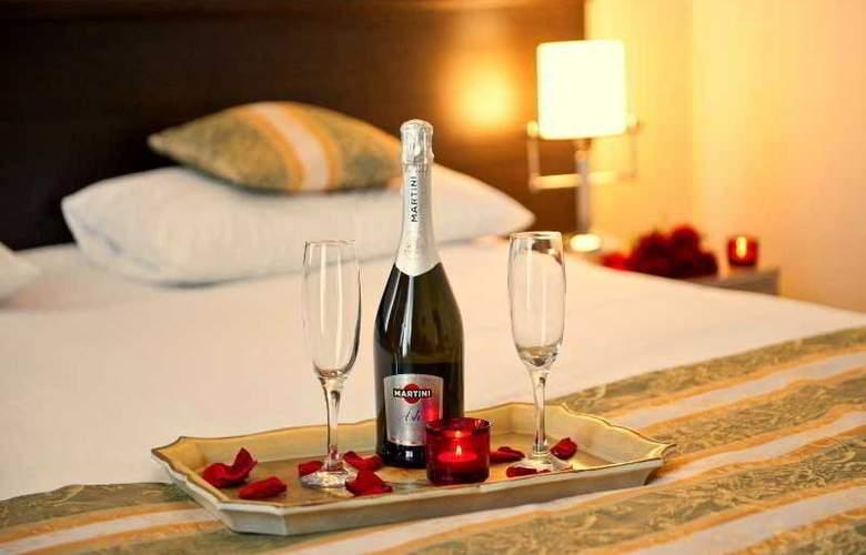 Manhattan Hotel & Restaurant - Room - 3