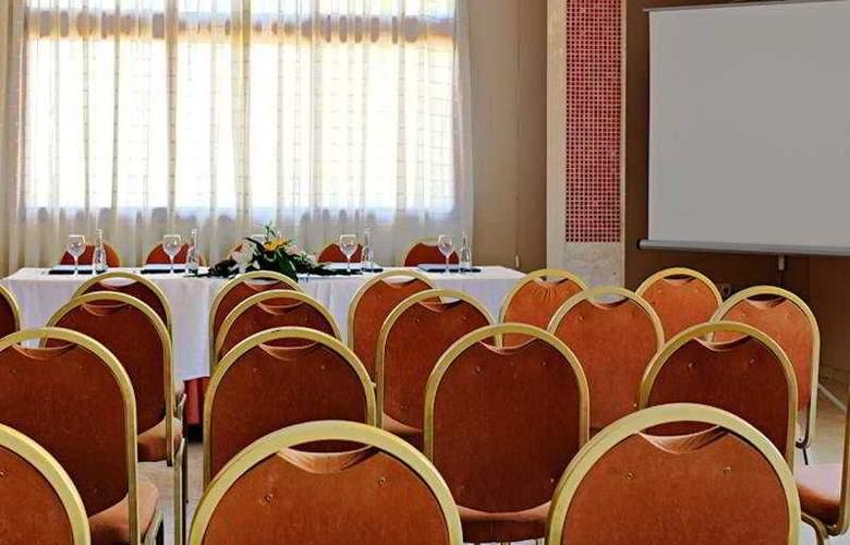 Ns Albolut - Conference - 4