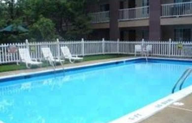 Clarion Hotel Palmer Inn - Pool - 6