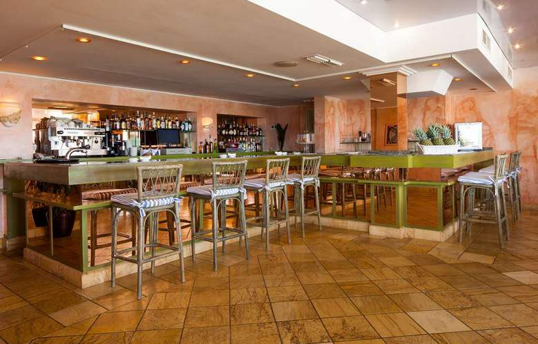 Royal Plaza - Bar - 16