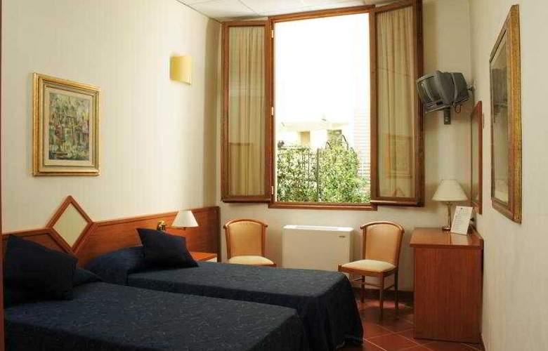 Axial - Room - 5