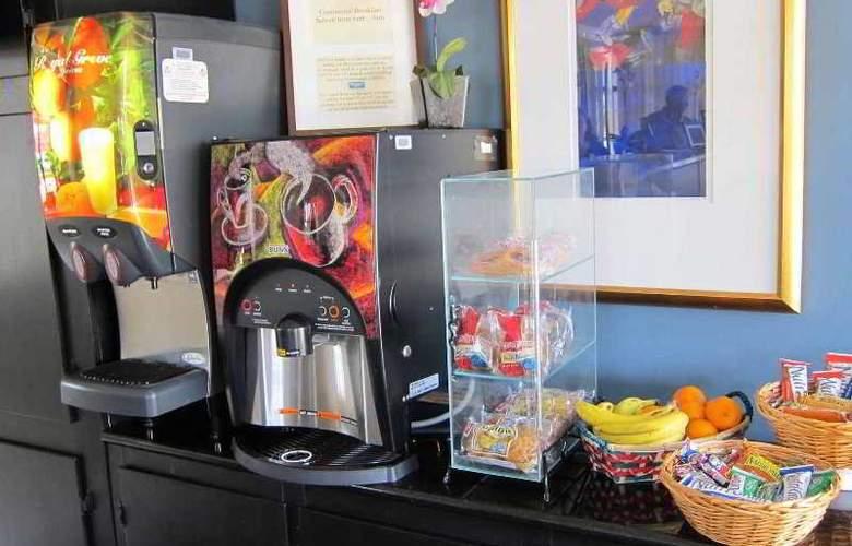 Rodeway Inn Near Florida Mall - Restaurant - 1