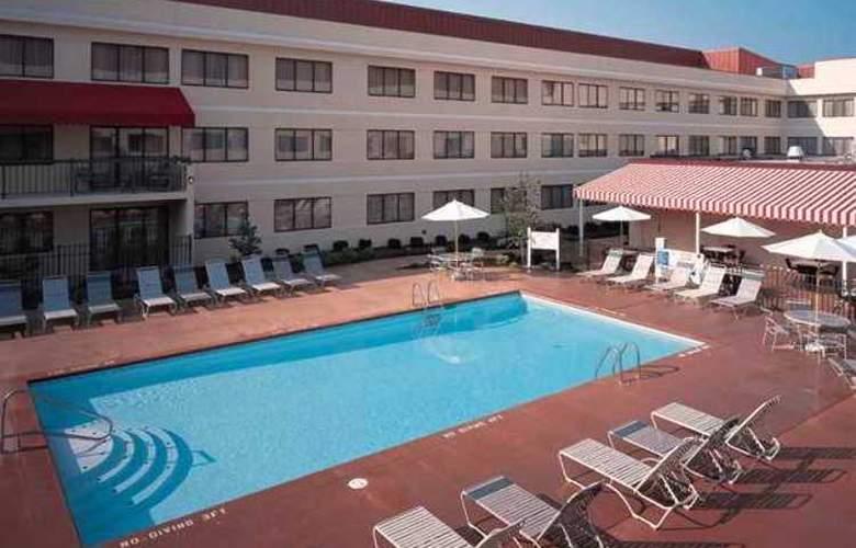Doubletree Guest Suites Cincinnati Blue Ash - Hotel - 9