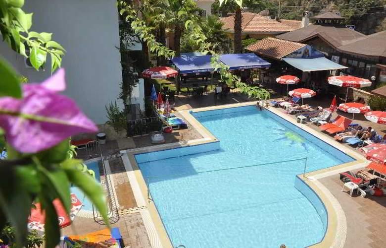 Montebello Beach Hotel - Pool - 2