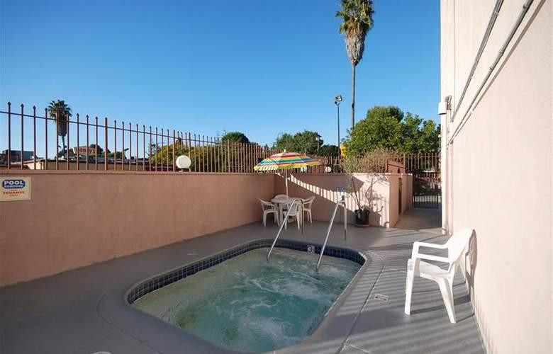 Best Western Los Angeles Worldport Hotel - Pool - 19