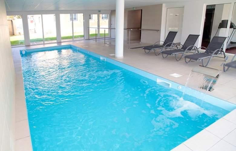 Apart'hotel La Rose d'Argent - Pool - 3