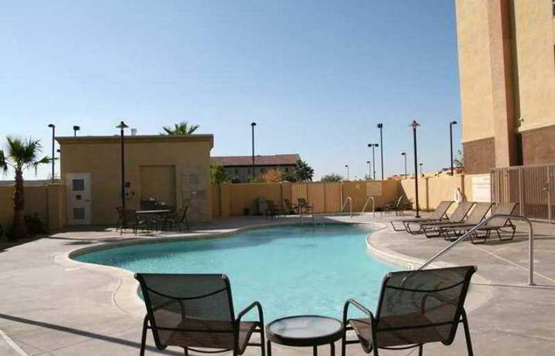 Hampton Inn and Suites Barstow - Hotel - 3