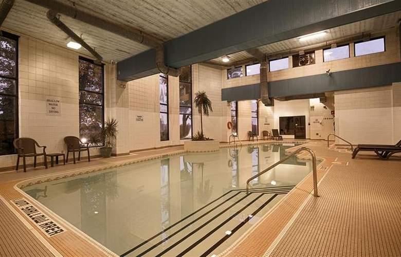 Best Western Brant Park Inn & Conference Centre - Pool - 101