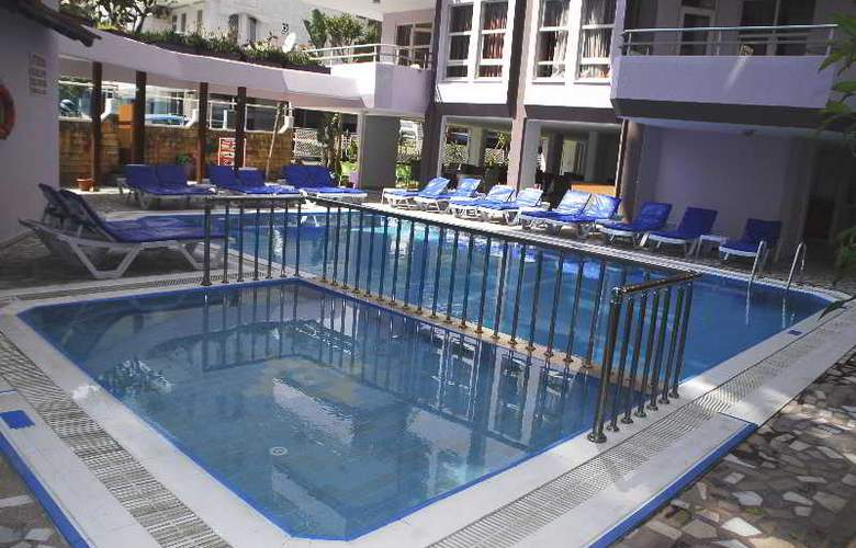 Rosella Apart & Hotel - Pool - 11